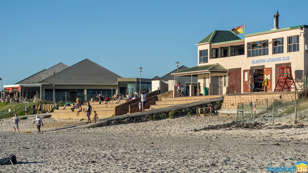 Woodbridge Island beach with Maestro Restaurant and Lifesaving Club