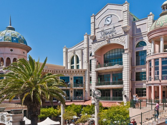 Canal Walk Shopping Mall in Century City / Milnerton