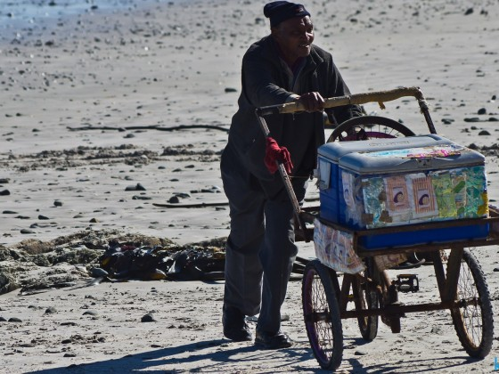 Ice seller at Bloubergstrand