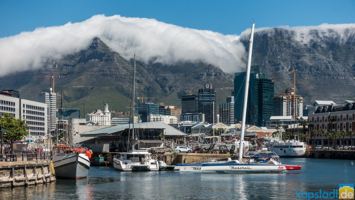 City Bowl of Cape Town below Table Mountaini