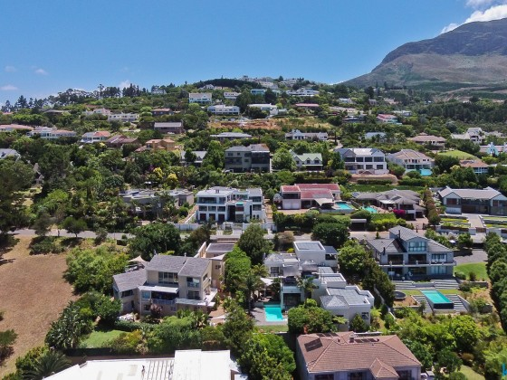 "Aerial image of the ""African Dream Guest House"" in Somerset West"