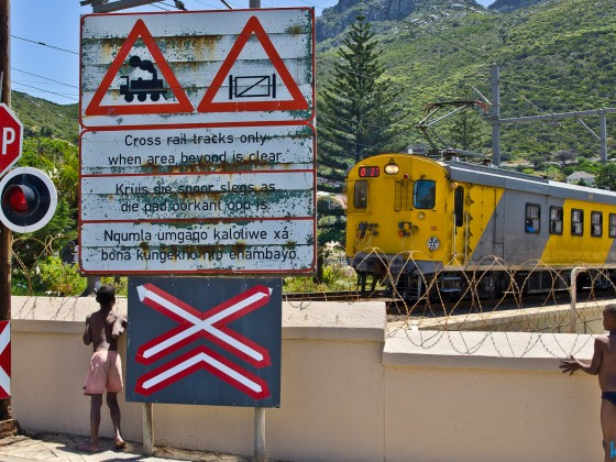 At the railway crossing to the harbour of Kalk Bay