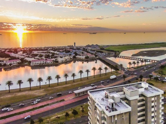 Palo Alto flats in Milnerton with Woodbridge Island with sunset vibes