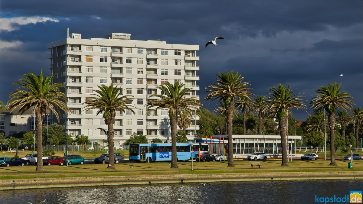Palo Alto flat building in MIlnerton with rain on the way