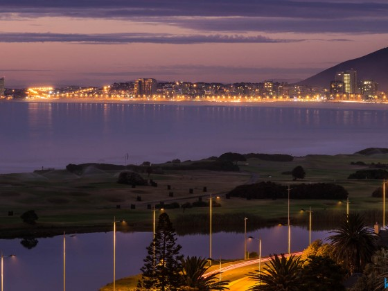 Milnerton golf course and Bloubergstrand in the evening
