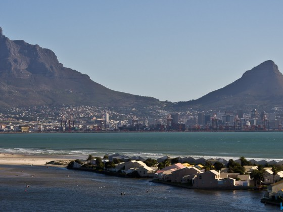 Table Mountain with the CBD and Woodbridge Island