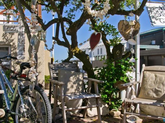 Art, jewellery and gifts at Bloubergstrand