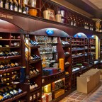 Luxurious wine shop in Loop Street
