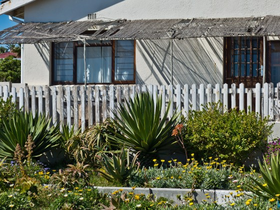 Casual holiday house at Bloubergstrand
