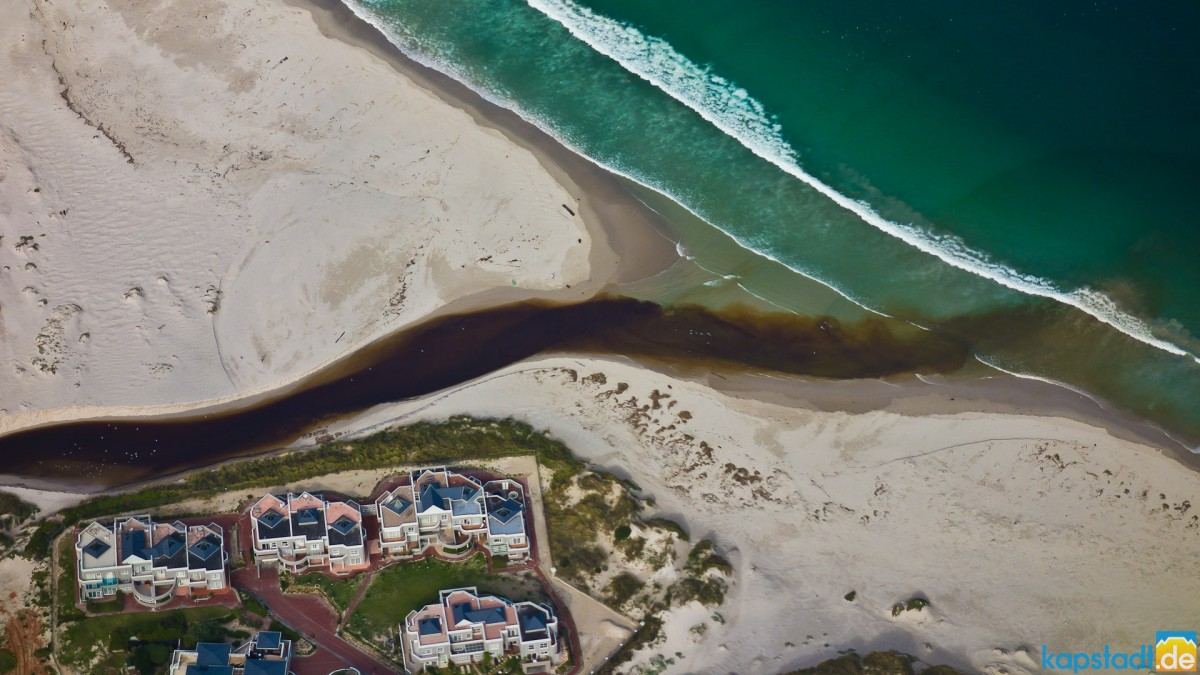 Helicopter flight: Hout Bay with waste coming from Imizamo Yethu township