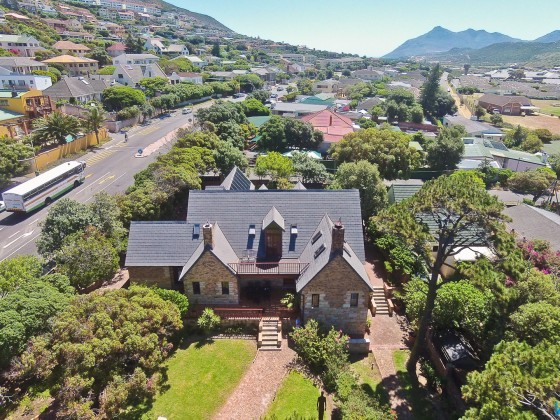 Aerial image of the Villa Honeywood guest house in Fish Hoek