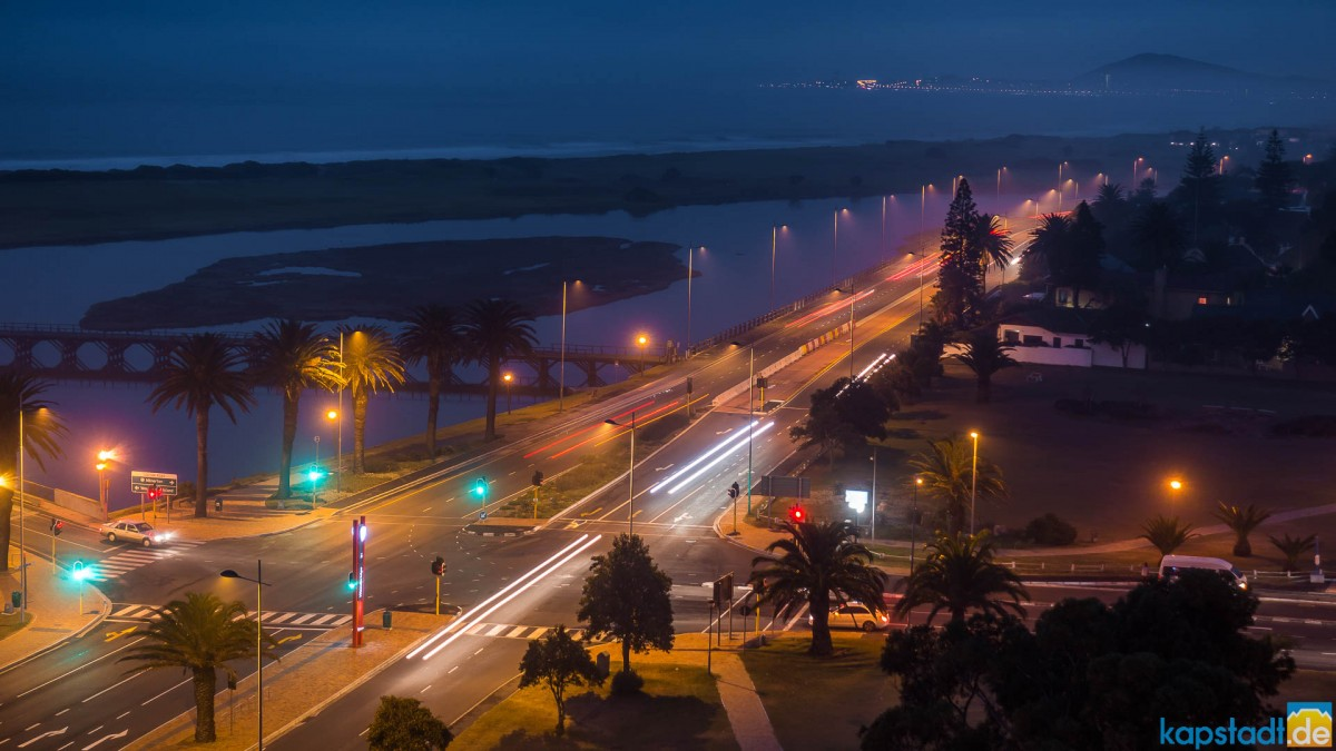 R27 in Milnerton at night