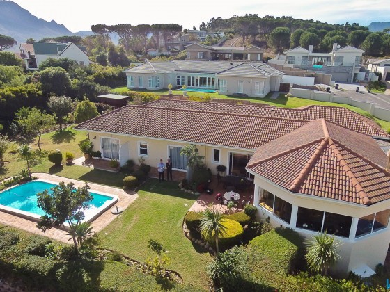 """Aerial drone image of the """"Somerset Sights Guest House"""" in Somerset West"""