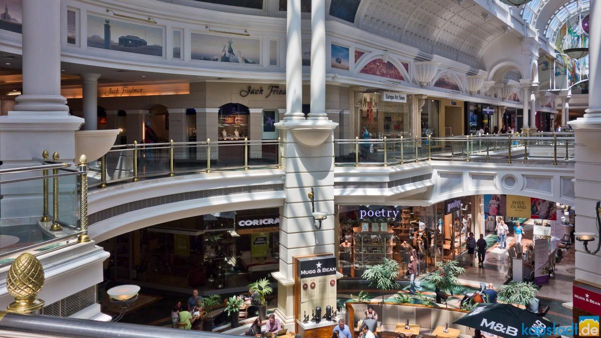 Canal Walk Shopping Mall in Century City / Milnerton