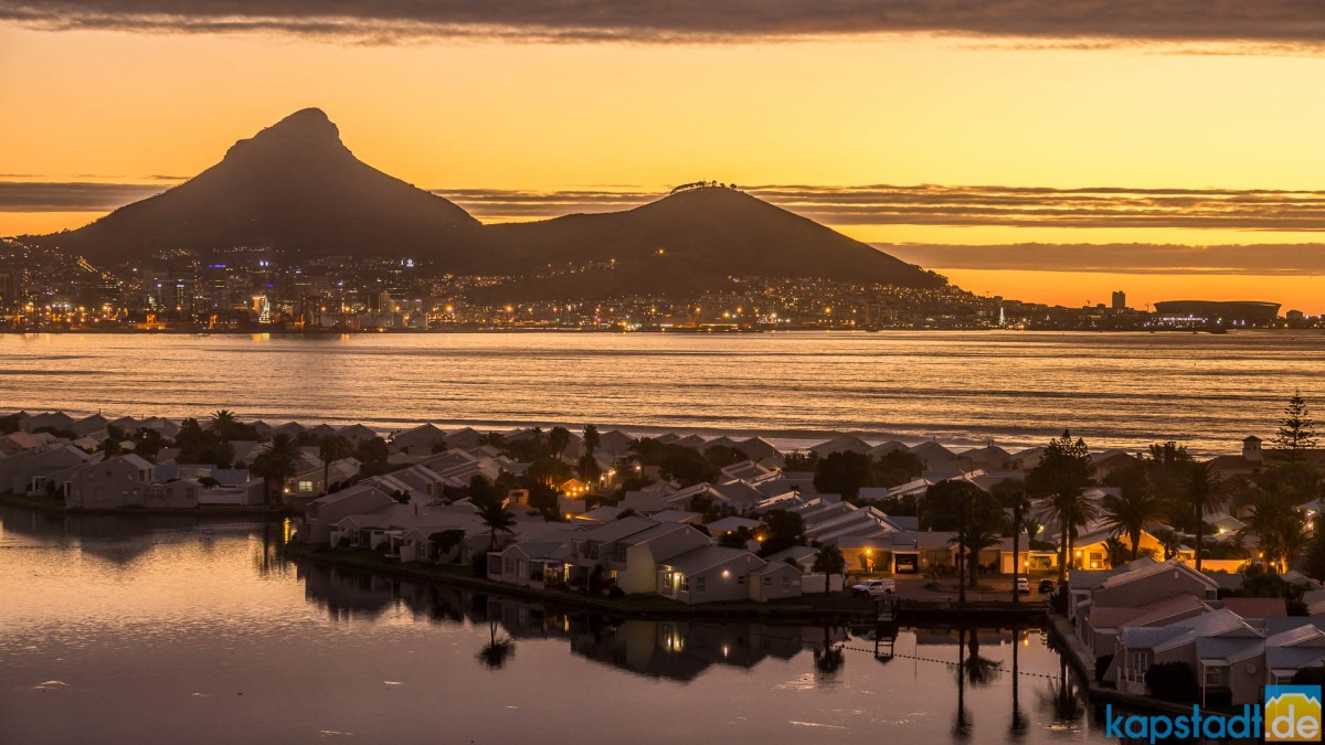 Woodbridge Island with Lion's Head and Signal Hill - Sea Point to the right