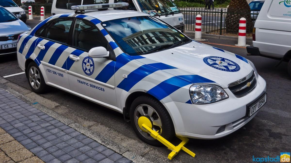 55d7f3a67d Wheel locked traffic police car - Cape Town photos - Cape Town ...
