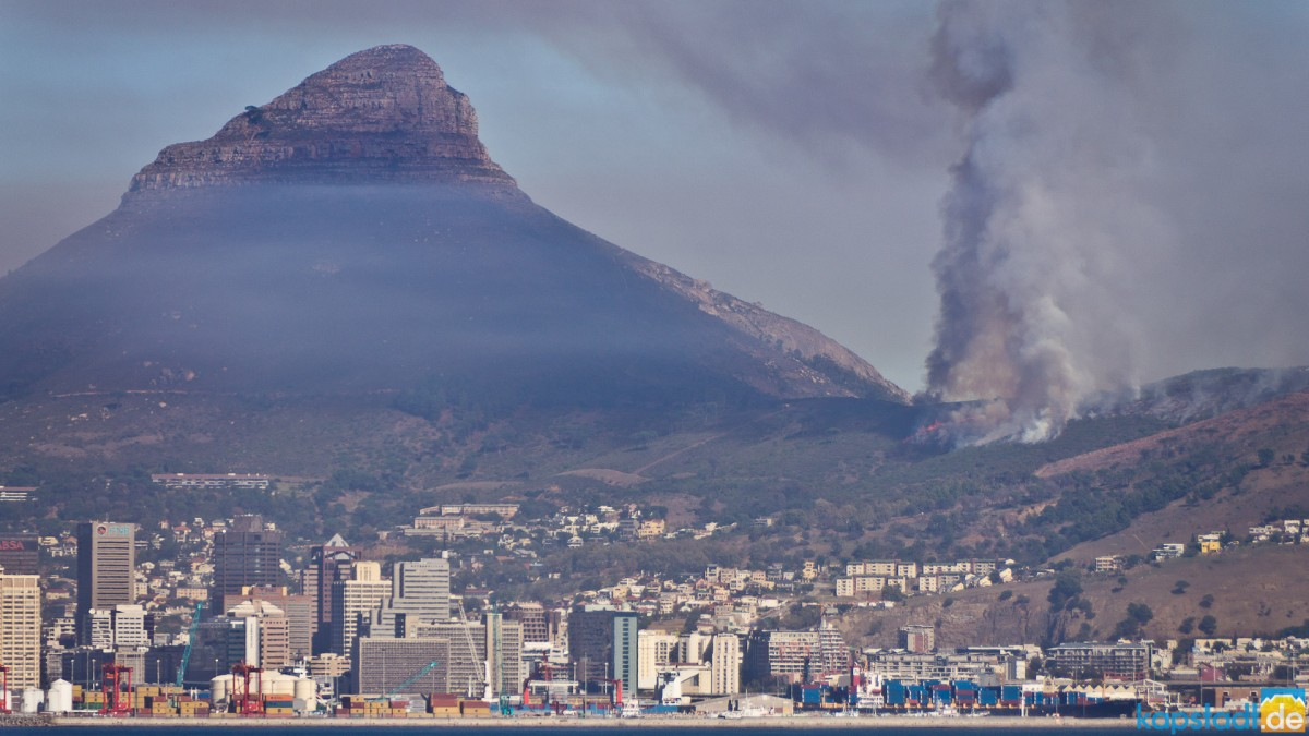 Bushfire on the slopes of Signal Hill